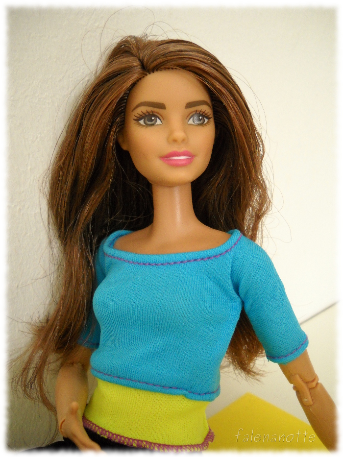 Barbie Made to move top azzurro