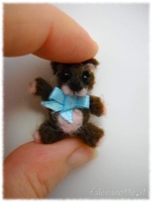 un' orsacchiotto piccolo piccolo